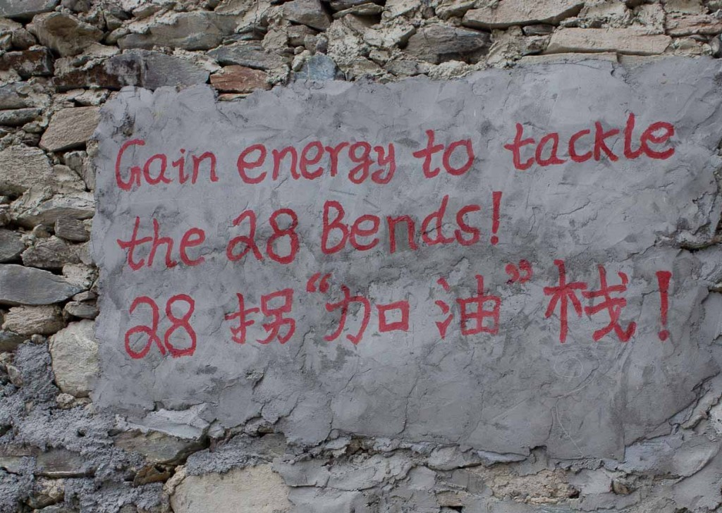 """Sign announcing """"Gain energy to tackle the 28 Bends!"""" Tiger Leaping Gorge"""