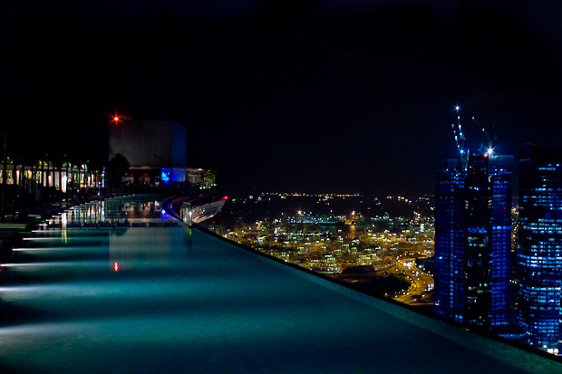 The friday photo singapore by night - Singapore marina bay sands infinity pool ...