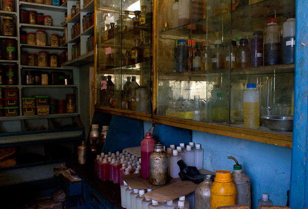 A local spice and perfume store in Daraw, Egypt.