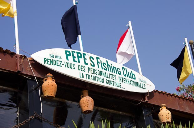 Sign reading: Pepe's Fhising Club rendez-vous des personalites internationale! La tradition continue!