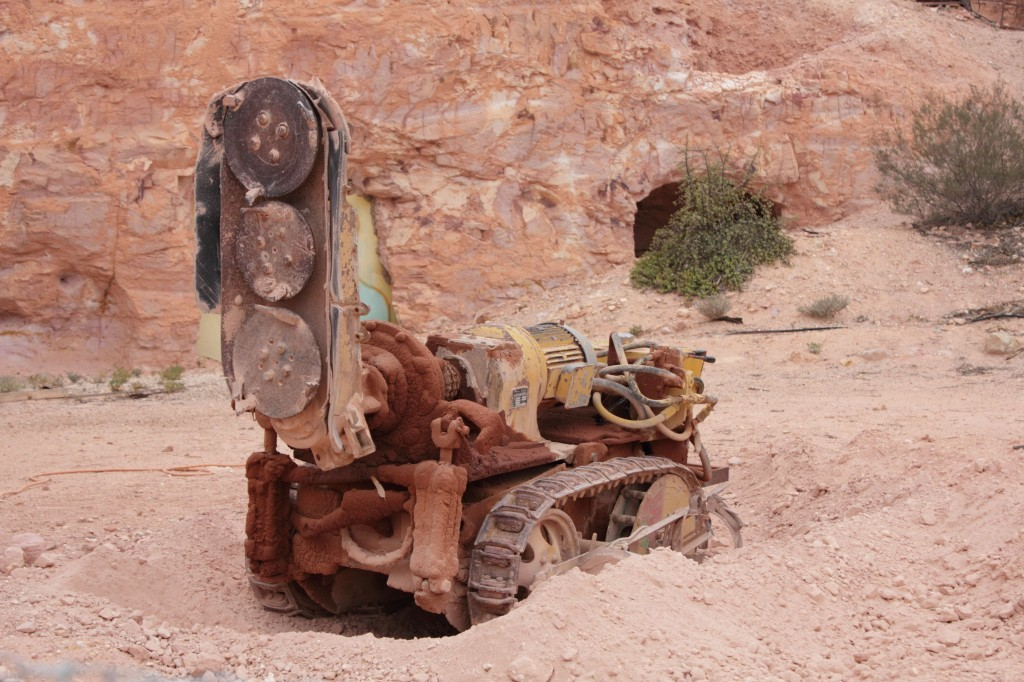 mining machine with sanding drills on it