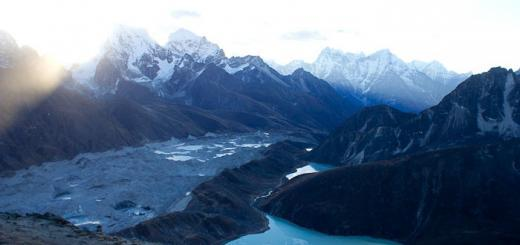 View from Gokyo Ri down over moraine to Dragnag.
