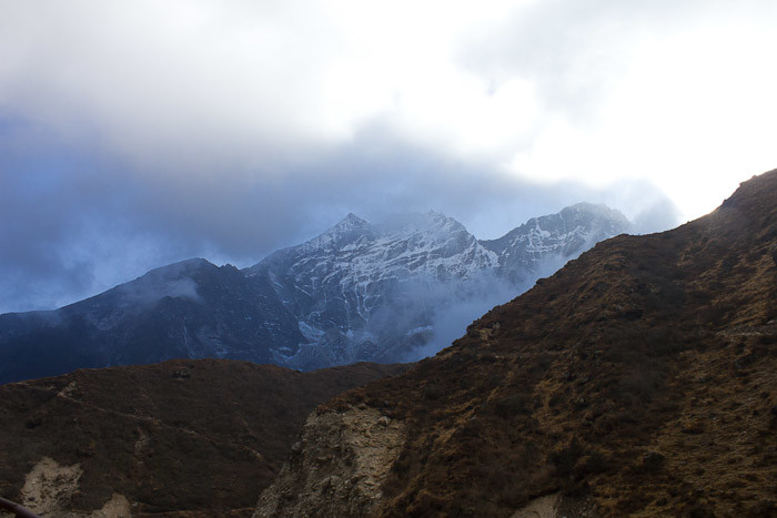 Everest Base Camp trek: afternoon clouds roll up the Thame Valley.