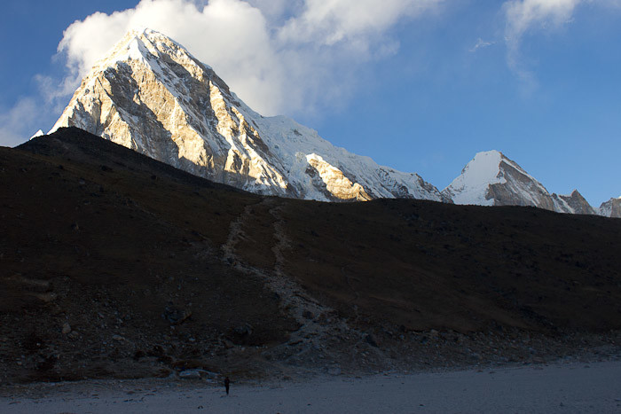Kala Patthar in front of Gokyo Ri