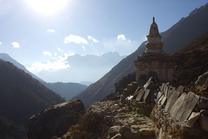 Everest Base Camp trek with kids: chorten (stoupa) on the path towards Tengboche.