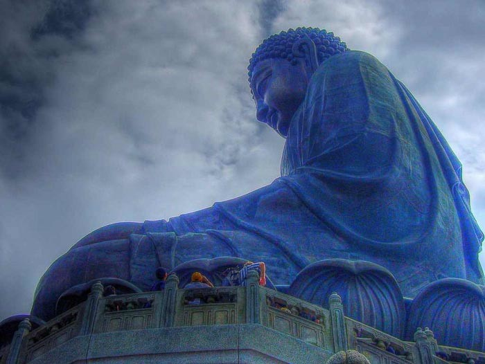 Tian Tan Buddha pic by Jon Parry on Flickr.