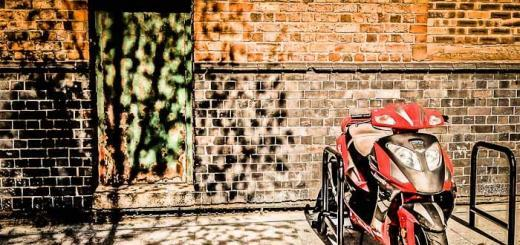 HDR motorbike by Bev Goodwin on Flickr's Creative Commons.
