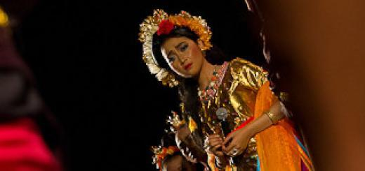 Actors perform the story of Princess Mandalika.