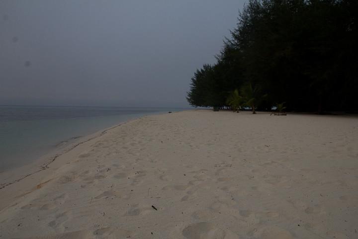Kapoposang Beach.