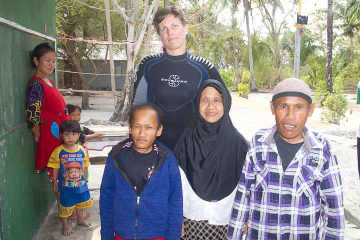 Me looking awkward with three midgets on Lanjukang.