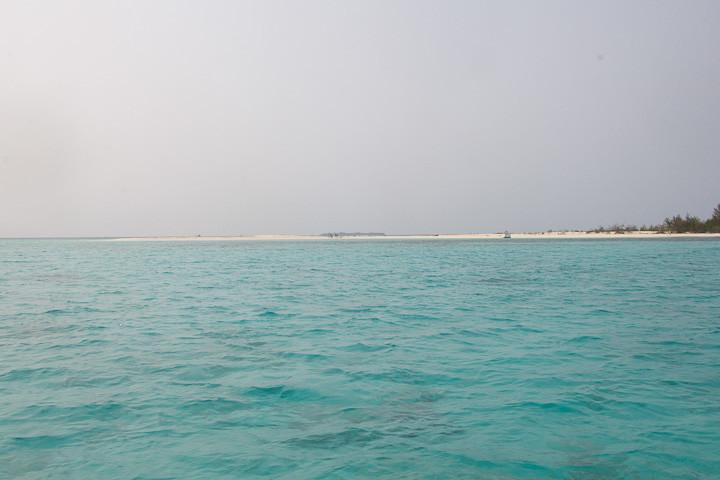 The pretty island of Lanjukang, with its sandbar.