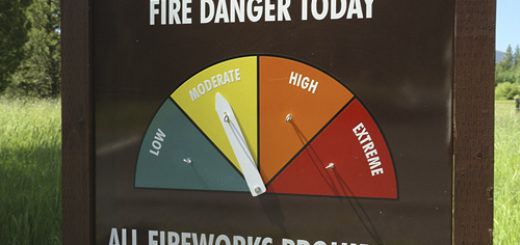 jn9714 OR Oregon Deschutes National Forest Forest Fire Danger sign All Fireworks Prohibited AJD51021 OR Oregon Deschutes